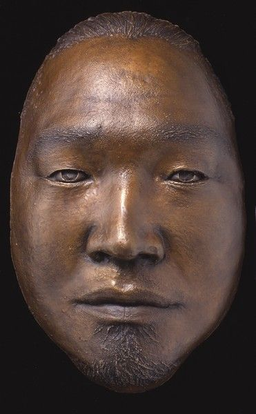<strong>2002, self portrait bronze, private collection (photo by Michael Jones)</strong>
